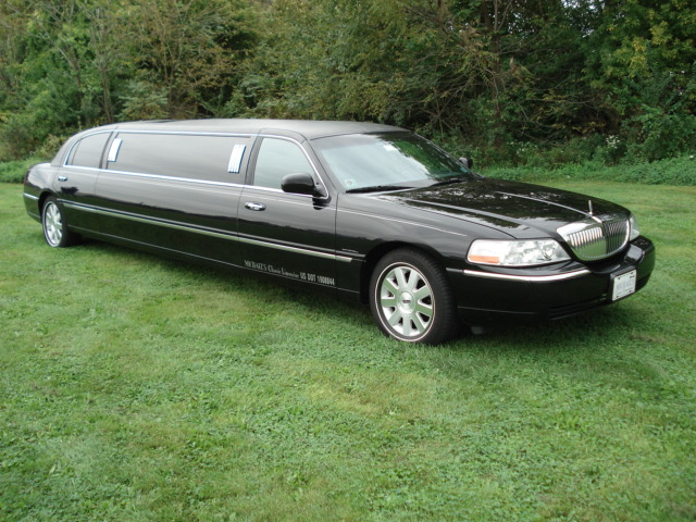 Black Stretch Lincoln Town Car Exterior